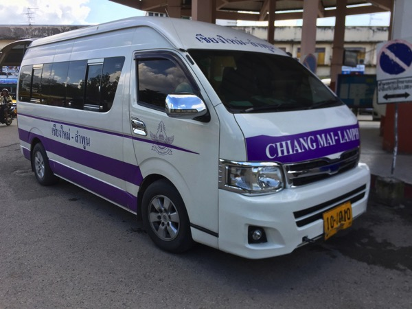 ランプーン県に行くワンボックスワゴン