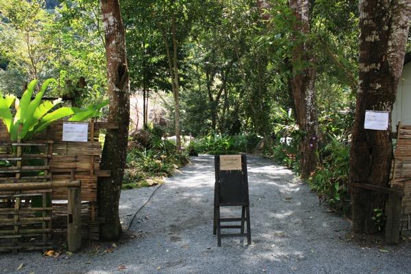 メーガンポン村のカフェ パーナームロートの入り口