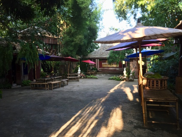 チェンコーンのタイルー族カフェ