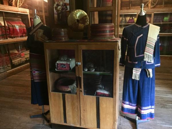 タイルー族博物館の多種多様な織物 1