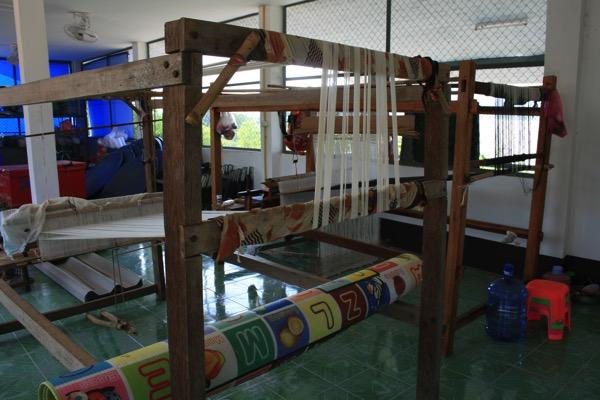 タイルー族の織り機