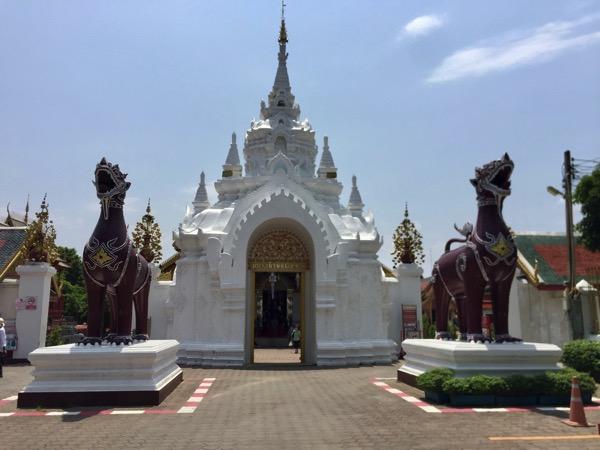 ハリブンジャイ様式のアーチ型の白門