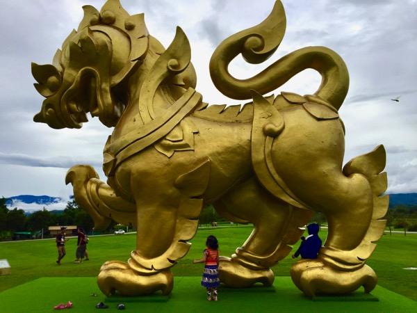 シンハーパークの巨大獅子のオブジェ