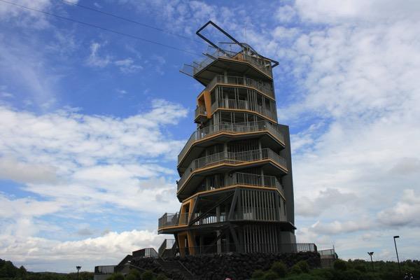 シンハーパークのジップラインの塔
