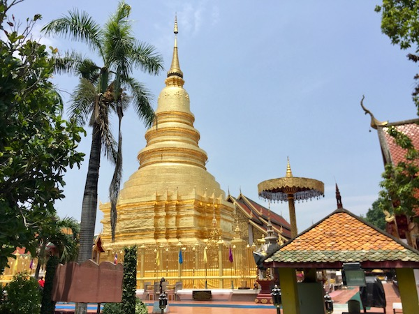 古都ランプーンを代表する寺院ワットプラタートハリプンチャイの見所