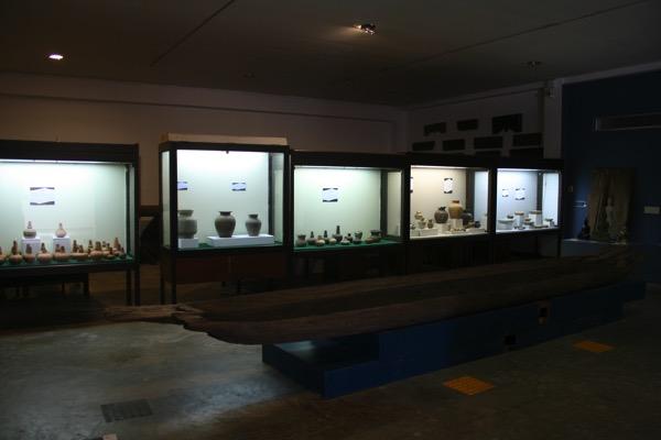 ハリプンチャイ国立博物館2階別館の陶磁器