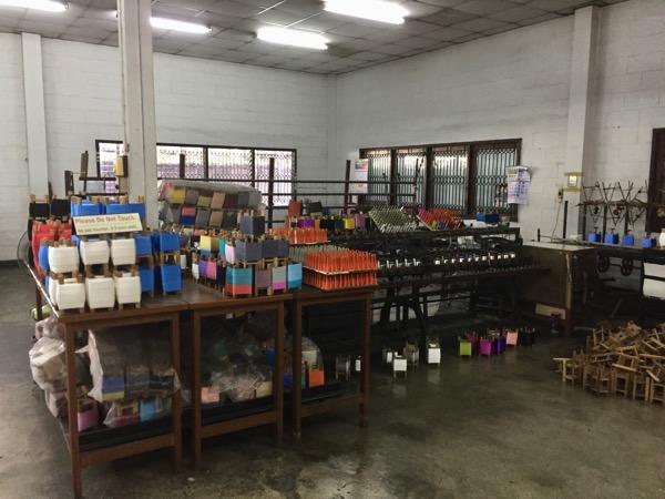 チェンマイのシルク作業場見学の繰糸機