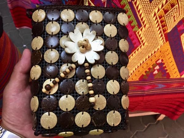 ヤシの実で作った小物鞄