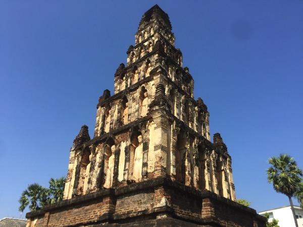 ワットチャーマテーウィーのラミッド状の仏塔