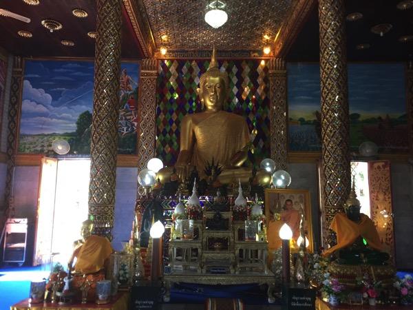 ワットチャーマテーウィーの仏像