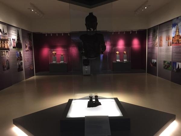 ハリプンチャイ国立博物館2階の主展示ホール