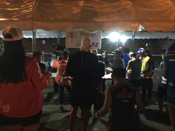チェンマイマラソンの荷物置き場