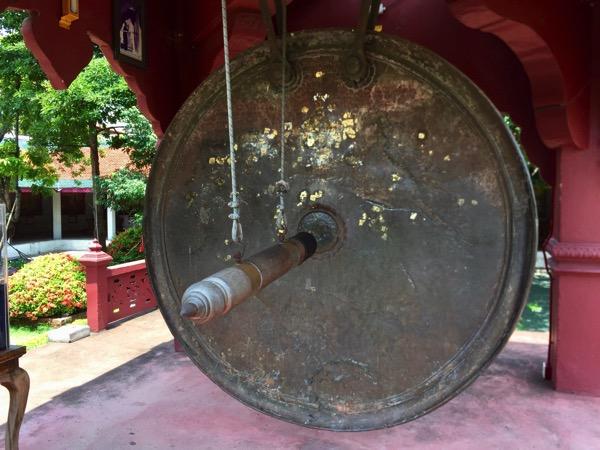 ワットプラタートハリプンチャイの銅鑼