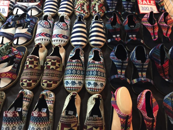 チェンマイのアジアンテイストの靴-2