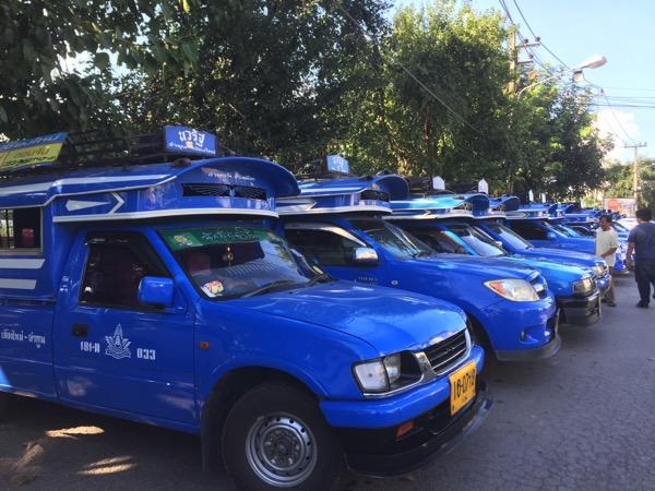 チェンマイの青色のタクシー