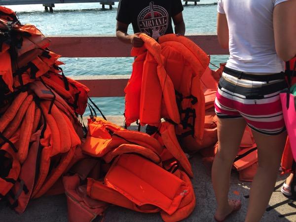 ラン島行き船の救命胴衣