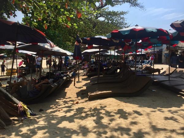 ラン島のヌアンビーチのビーチチェアー