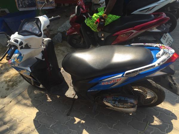 ラン島で借りた200バーツのレンタルバイク