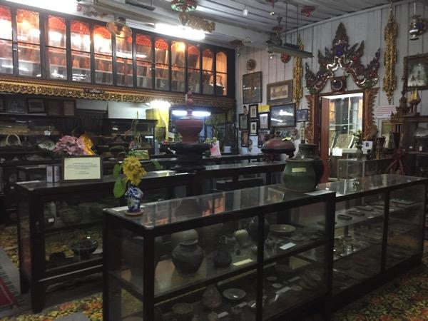 ワットゲートガラムの博物館の古札や塼仏