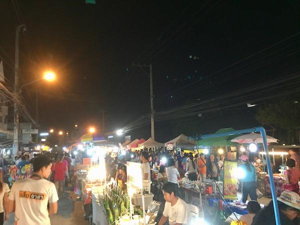 チェンマイのローカル感満載夜市!サンカムペーンナイトマーケット