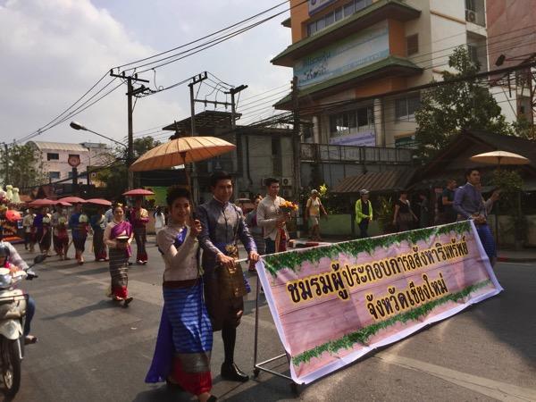 チェンマイフラワーフェスティバルのパレード−1