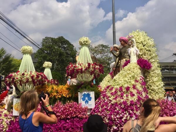 チェンマイフラワーフェスティバルのパレード−2