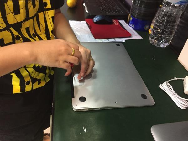 チェンマイでMacBook Airのバッテリーを交換したら費用は?