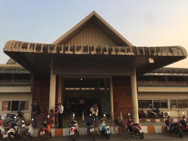 メーソートバスターミナルの入り口