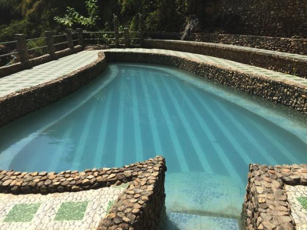 チェンマイ - ポーグワン温泉の小さい温水プール-2