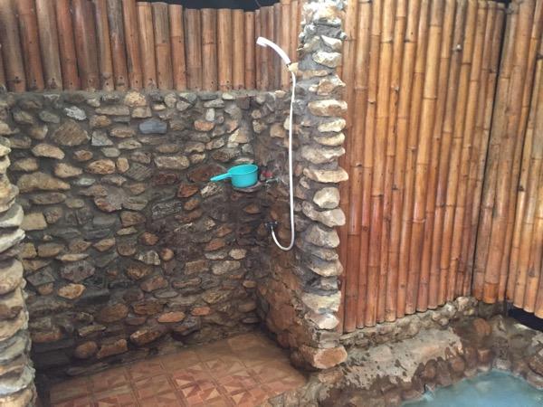 チェンマイ - ポーグワン温泉のシャワー