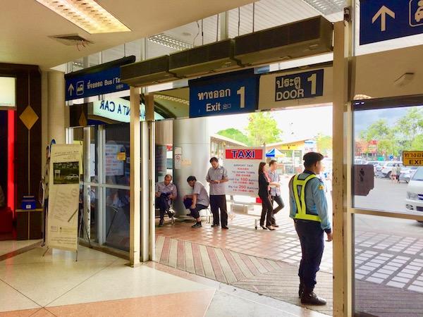 チェンマイ国際空港到着ロービーゲート1