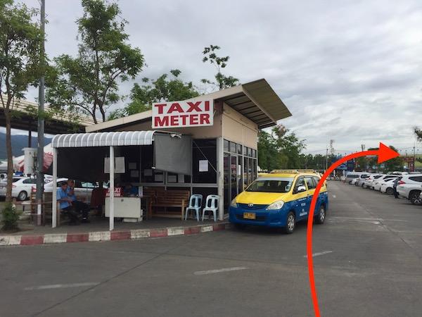 チェンマイ空港のタクシー乗り場の写真