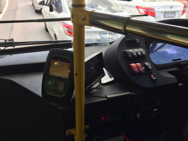 チェンマイスマートバスの車内の監視カメラのモニター