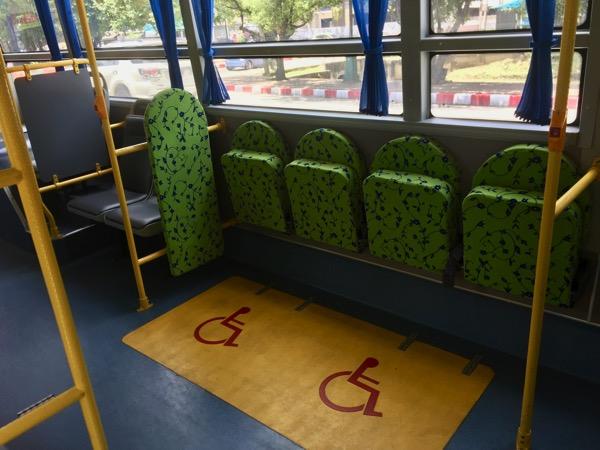 チェンマイスマートバスの障害者専用の座席