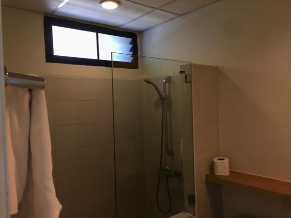 ホップインメーソートのシャワー