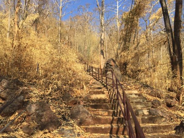メーソートのワットプラタートドーイヒンギウの413段の階段