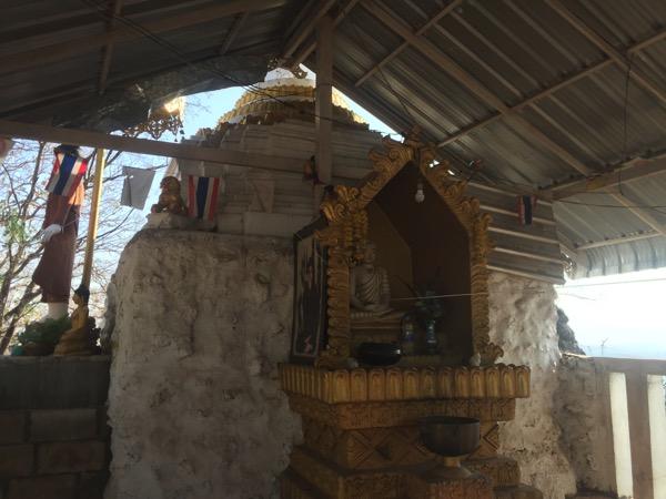 メーソートのワットプラタートドーイヒンギウの仏像