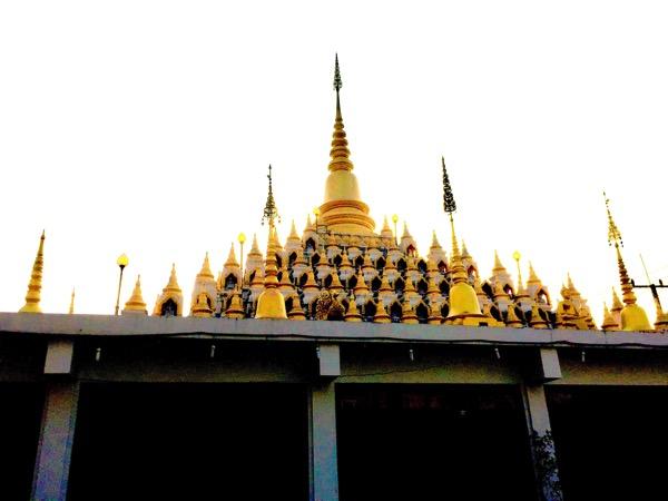 メーソート寺院-ワットマニープライソン