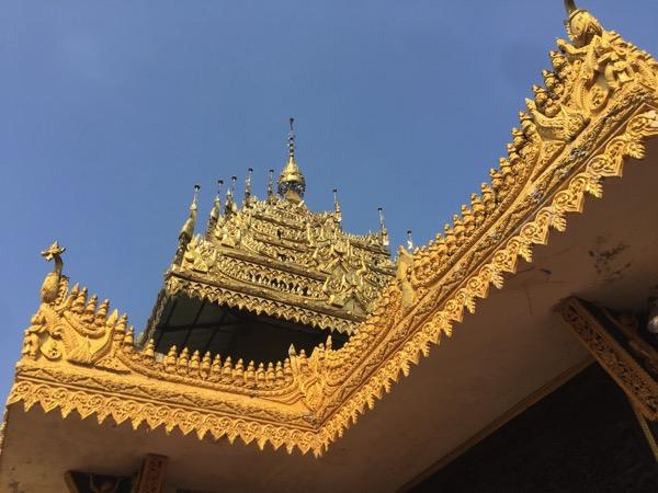 ミャワディ-ワットジェーディートーンの本堂の屋根