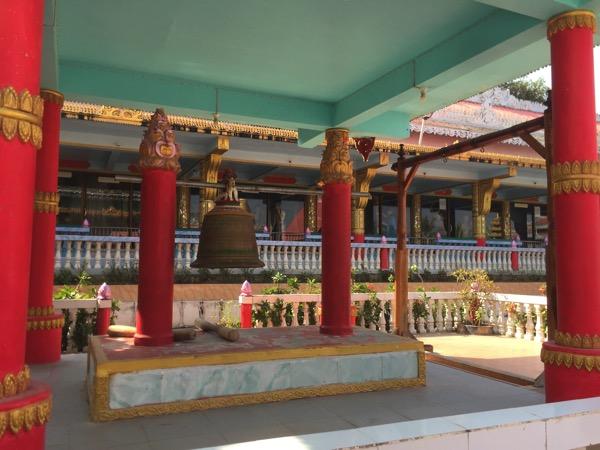 ミャワディのワニ寺の鐘楼
