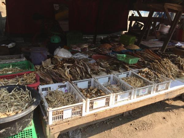 ミャワディのローカル市場-乾物