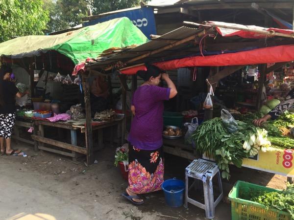 ミャワディのローカル市場-野菜