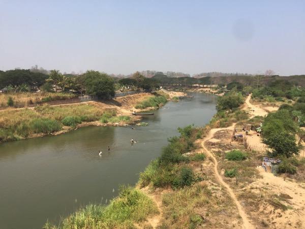 タイとミャンマーを隔てているムーイ川