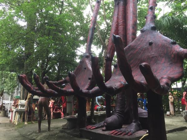 チェンマイ地獄寺の巨大餓鬼の手