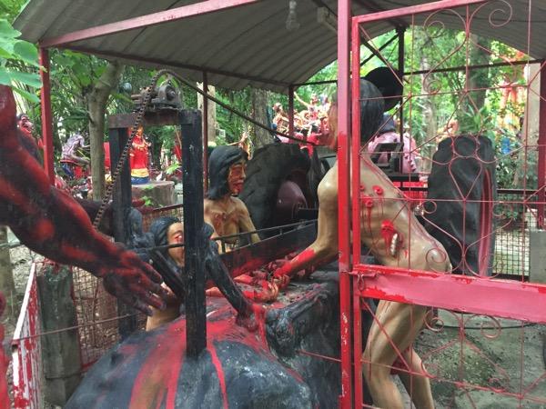 チェンマイの地獄寺で盗みを重ねた者が落ちる地獄