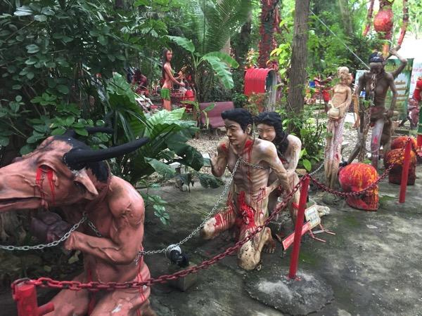 チェンマイの地獄寺で罪状が決まるまで鎖で繋がれいる亡者