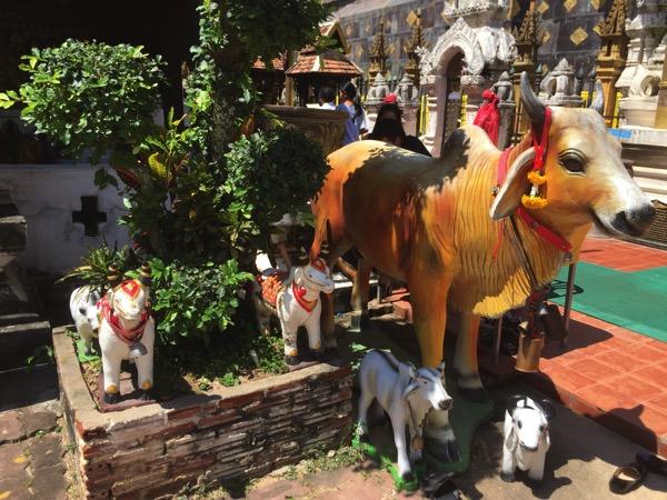 ワットプラタートラムパーンルアンの十二支仏塔の牛