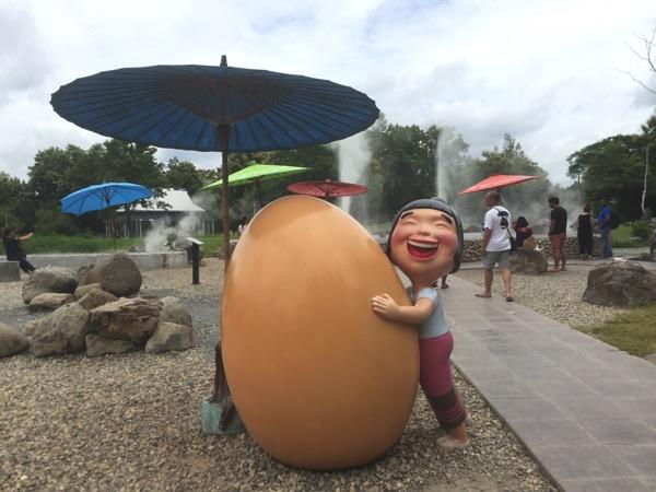 サンカムペーン温泉の温泉卵のオブジェ