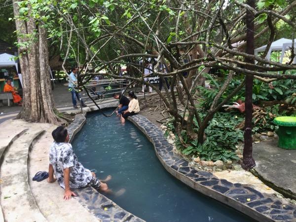 サンカムペーン温泉の温泉卵の足湯ゾーン