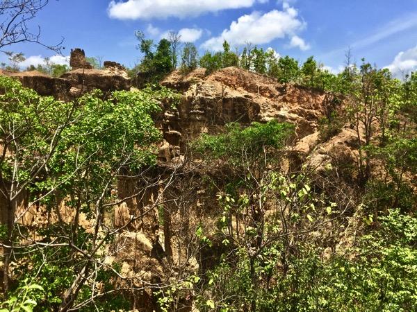 チェンマイのメーワン国立公園内にある崖